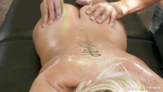 Hot Blonde Gets Her Pussy Licked At Massage