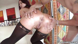 Tiffany Mynx Is A Hot Milf With A Big Booty