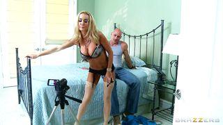 Blonde Lady Devon Sucking A Bog Dick