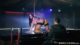 British Stripper With Big Boobs Gives A Blowjob