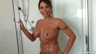Wet And Horny Milf Gives Head
