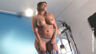 Pinup Files-Hot Body Milf At Photo Session PornZek.Com