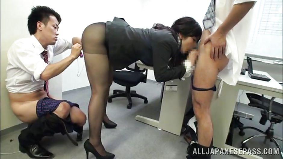 porno-v-yaponii-v-ofise