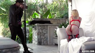 Catched The Model Doing Naughty Photo Shooting In His Garden