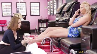 Lesbians Fuck In The Beauty Salon