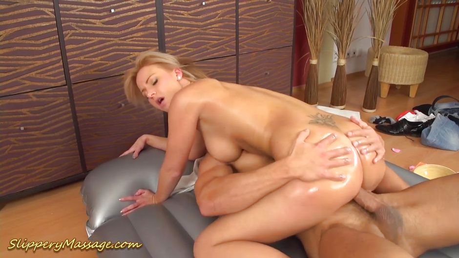 Busty blondína Teen Sex