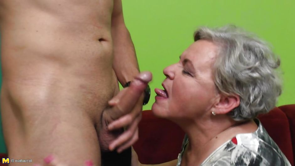 Grandma gives a blowjob