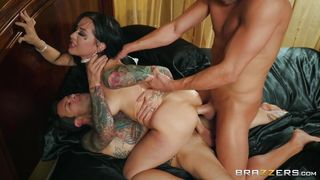 Wild Mmf Threesome With Double Penetration
