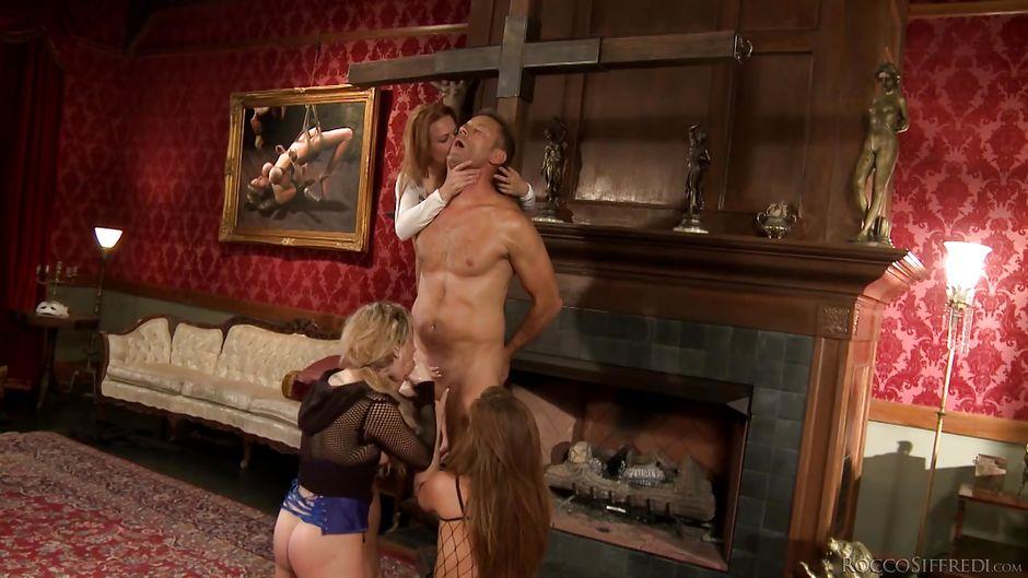 Ziemlich blonde Ana B bläst harten Schwanz von Rocco Siffredi auf POV-cam