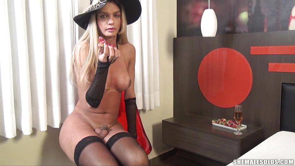 Porn archive Carmen Cruz Nude Blond Transsexual