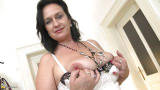 Sexy Mature Slut Shows Off Her Saggy Boobs