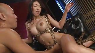 Big Boobed Babe In Leopard Bikini Sucks Dong