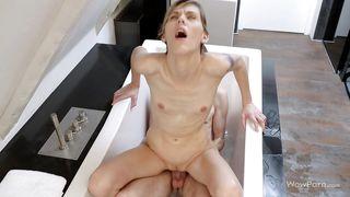Wow Porn-Taking A Bath With His Girl PornZek.Com