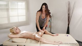 Blonde Babe Gets A Sexy Oil Massage