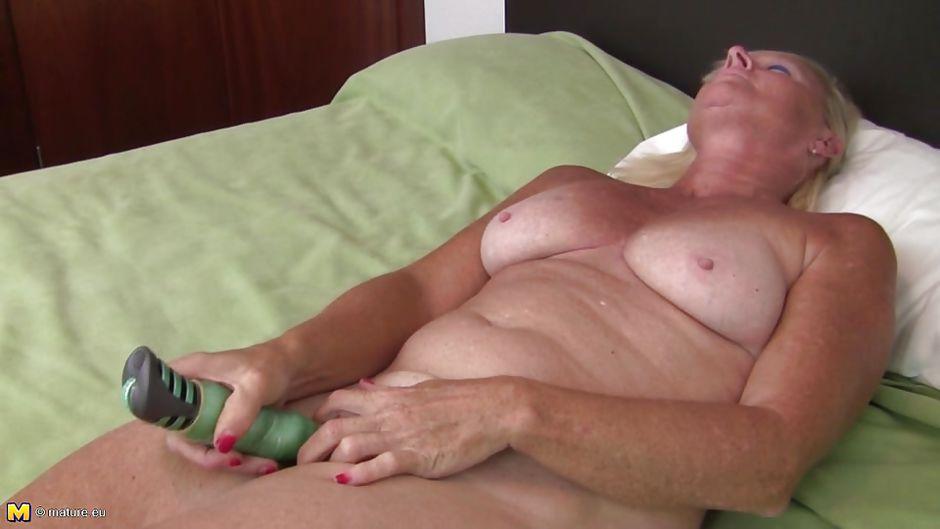 Granny pissing pics