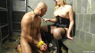 Kinky Tranny Cop Makes Man Suck Her Cock