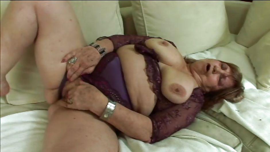 5804 masturbates old granny fat