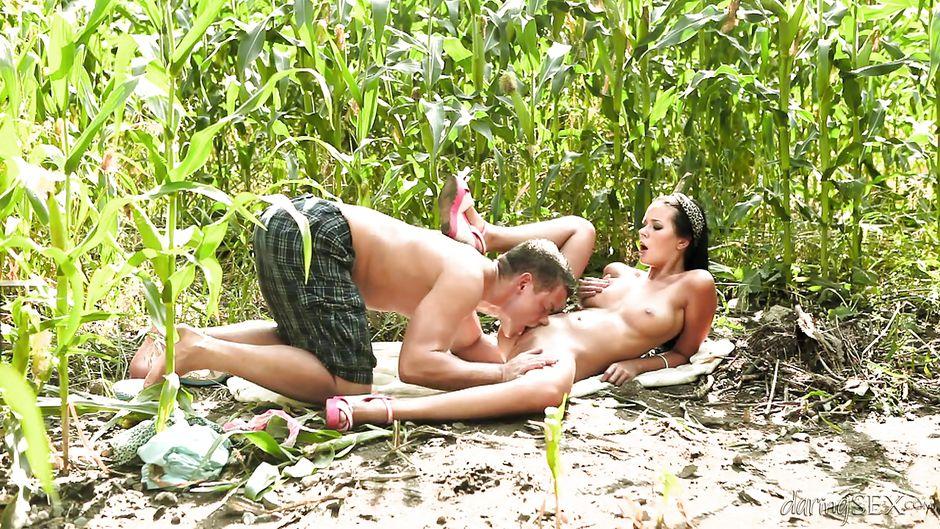 tolstie-seks-v-kukuruznom-pole-vzrosloy