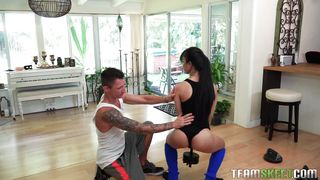 Jade Gives A Great Blowjob To Her Trainer