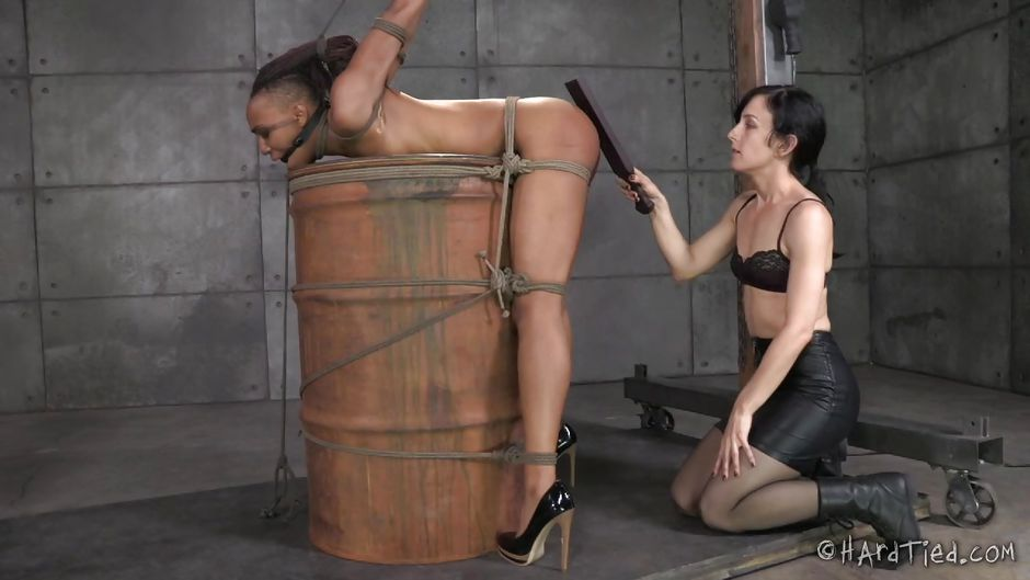 Slave ashley graham bdsm torture and squirting in bondage - 3 1