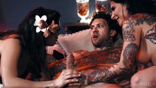 Hot Mff Threesome With Tattooed Beauties
