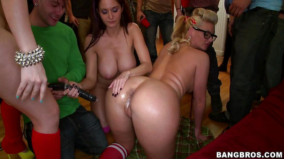 Секс русская жена изменяет мужу на вечеринке, голые в постели девки фото
