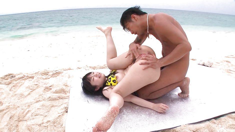 Азиатки на диком пляже порно копилка