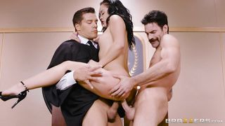 Lusty Latina Takes Care Of Two Cocks In Court