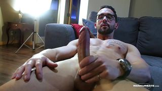 Geeky Stud Shows Off His Six-pack While Jerking Off