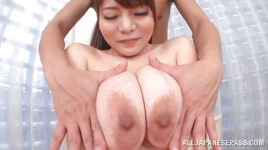 Lick between her toes